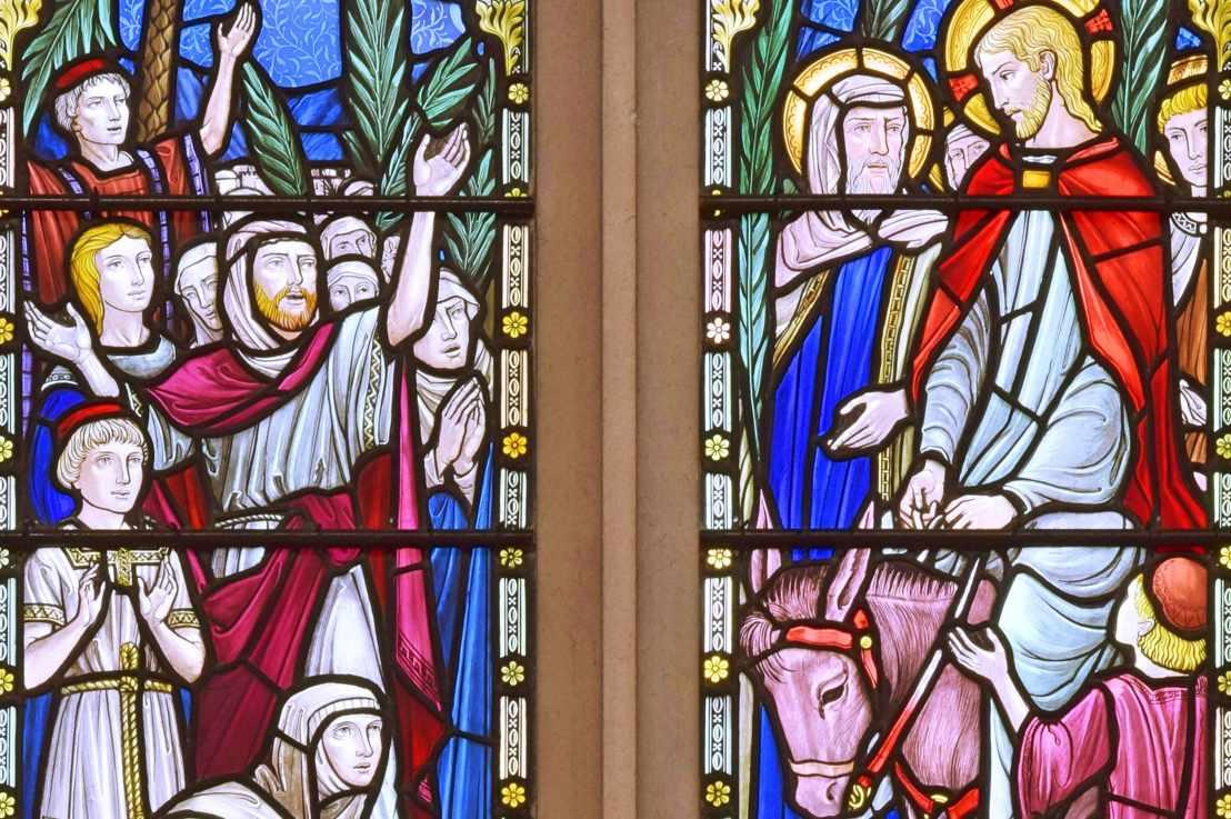 Christ enters Jerusalem (Matthew21:1-11)